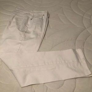 🎉 Gloria Vanderbilt White Jeans - Size 10